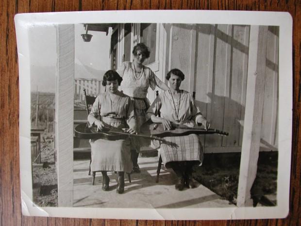 3 ladies w guitars