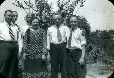 Hermann with Meta and her boys + Thelma
